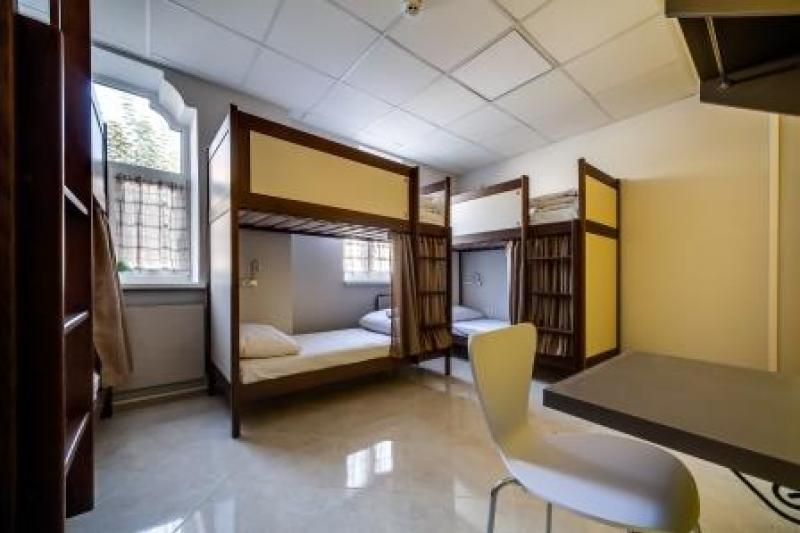 OSTRIV Шестимісна кімната на другому поверсі